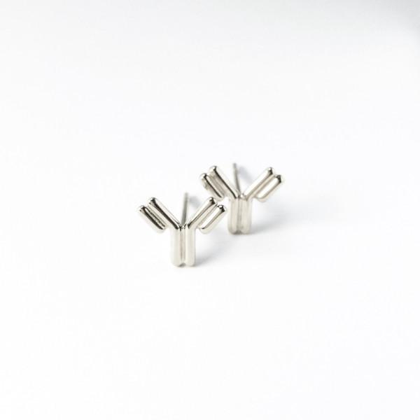 Antikörper-Ohrstecker aus Silber